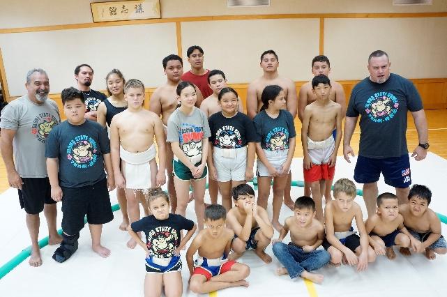 【日刊サンコミュニティニュース】ハワイ出身の横綱を目指して白鵬杯出場の子どもたちが稽古を披露